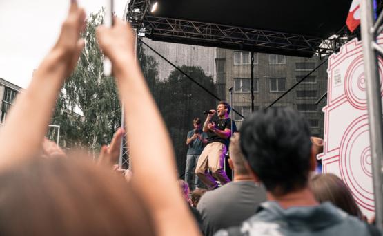 """Vienu metu surengti septyni žinomų atlikėjų nemokami koncertai atidarė festivalį """"Vilnius – atvira muzikos salė"""""""